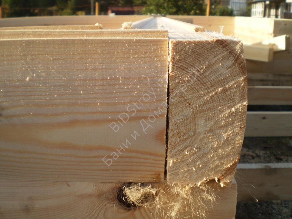 Фото сборки углов сруба дома в полдерева